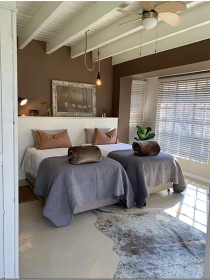 forget me knot self catering accommodation heidelberg nigel suikerbosrand akkommodasie. Black Bedroom Furniture Sets. Home Design Ideas